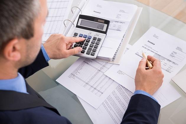 Vereinfacht gesagt: Eine normale Bank befasst sich mit der Verwaltung der angelegten Gelder und mit der Bearbeitung von Krediten sowie deren Rückzahlung. Eine Investmentbank macht das Gleiche, allerdings für Unternehmen.(#02)