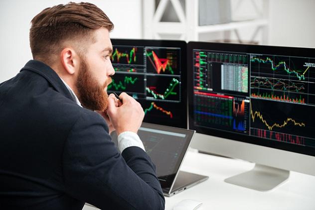 Im Bereich Sales and Trading wird mit Wertpapieren gehandelt, es geht um Aktien, Derivate, Anleihen und Optionen verschiedener Art und unterschiedlichen Werts. (#08)
