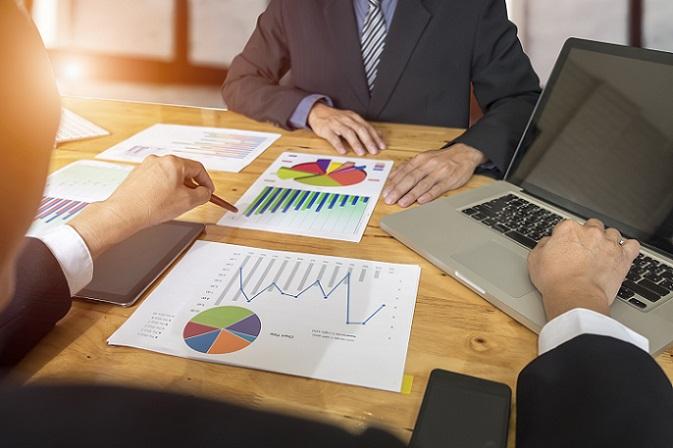 Bei der Suche nach einer Fondsgesellschaft sollten die Anleger auf eine gute Transparenz achten sowie auf die Berichterstattung. (#01)