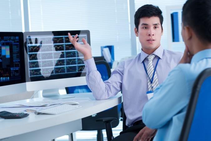 Wer sich keinen freien Makler leisten will, für den kann die Zusammenarbeit mit einem Online-Broker die Alternative sein. (#1)