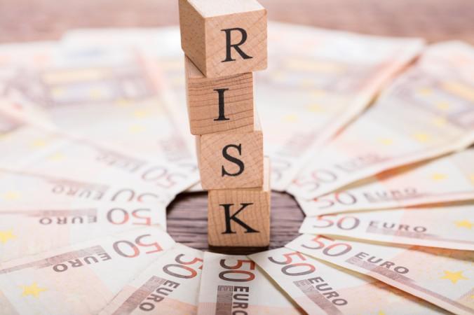 Das A und O ist ein gutes Risikomanagement. Beim investieren in Fonds erfolgt automatisch eine Risikoverteilung, durch das Zusammenfassen mehrerer Aktien. (#2)