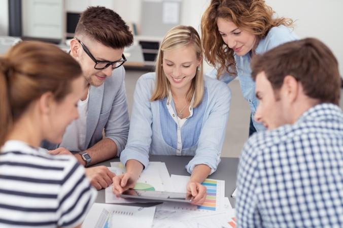 Bei Vorstellungsgesprächen zum Ausbildungsplatz eines Investmentbankers werden oftmals sogenannte Assessment durchgeführt. Hier werden verschiedene Fähigkeiten überprüft. (#3)