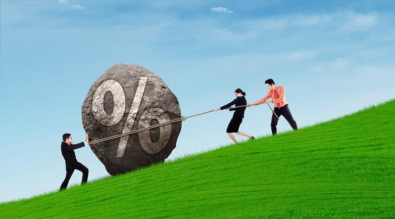 Banken können hier ordentlich Gewinne einfahren. Hat sich die Partei, die auf den variablen Zinssatz setzt, getäuscht, und das Zinsniveau steigt an, erhält das Finanzinstitut die daraus resultierenden Zinseinnahmen. (#01)