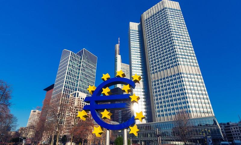 Die im Folgenden aufgelisteten Banken in Deutschland sind nach ihrer Bilanzsumme sortiert, welche für das Jahr 2012 angegeben ist.