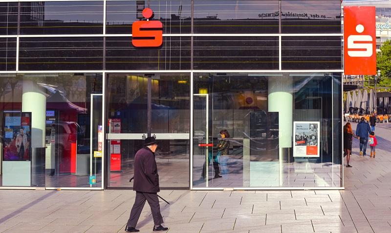 Die Landschaft der Banken in Deutschland ist kleinteilig. Hier im Bild eine FIliale der Sparkasse Köln/Bonn (Foto: Shutterstock - Vytautas Kielaitis)