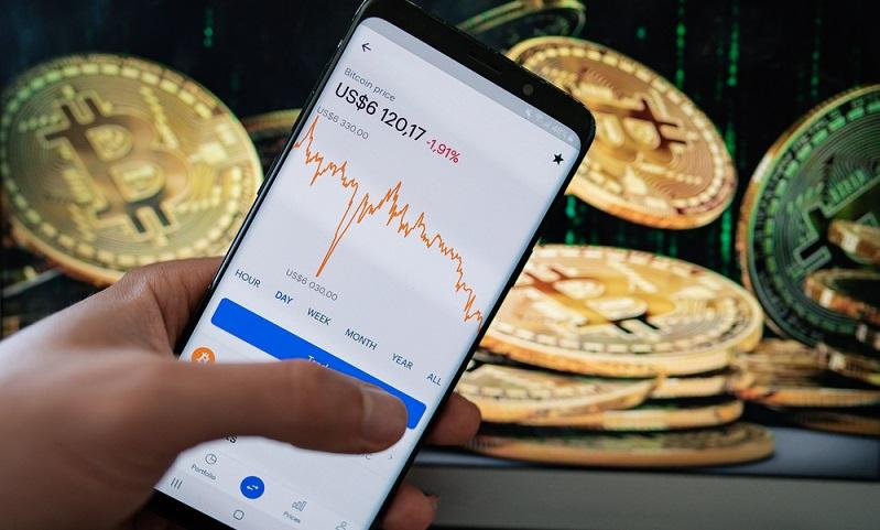 Momentan scheint der erst Schock durch Corona überwunden zu sein und Finanzexperten werden abwarten, wie sich Bitcoin und Ethereum sowie andere Kryptowährungen entwickeln.  ( Foto: Shutterstock- kasakphoto)