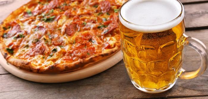 Bier und Pizza: eine makellose Ehe und eine perfekte Investition? (Foto: shutterstock - Africa Studio)